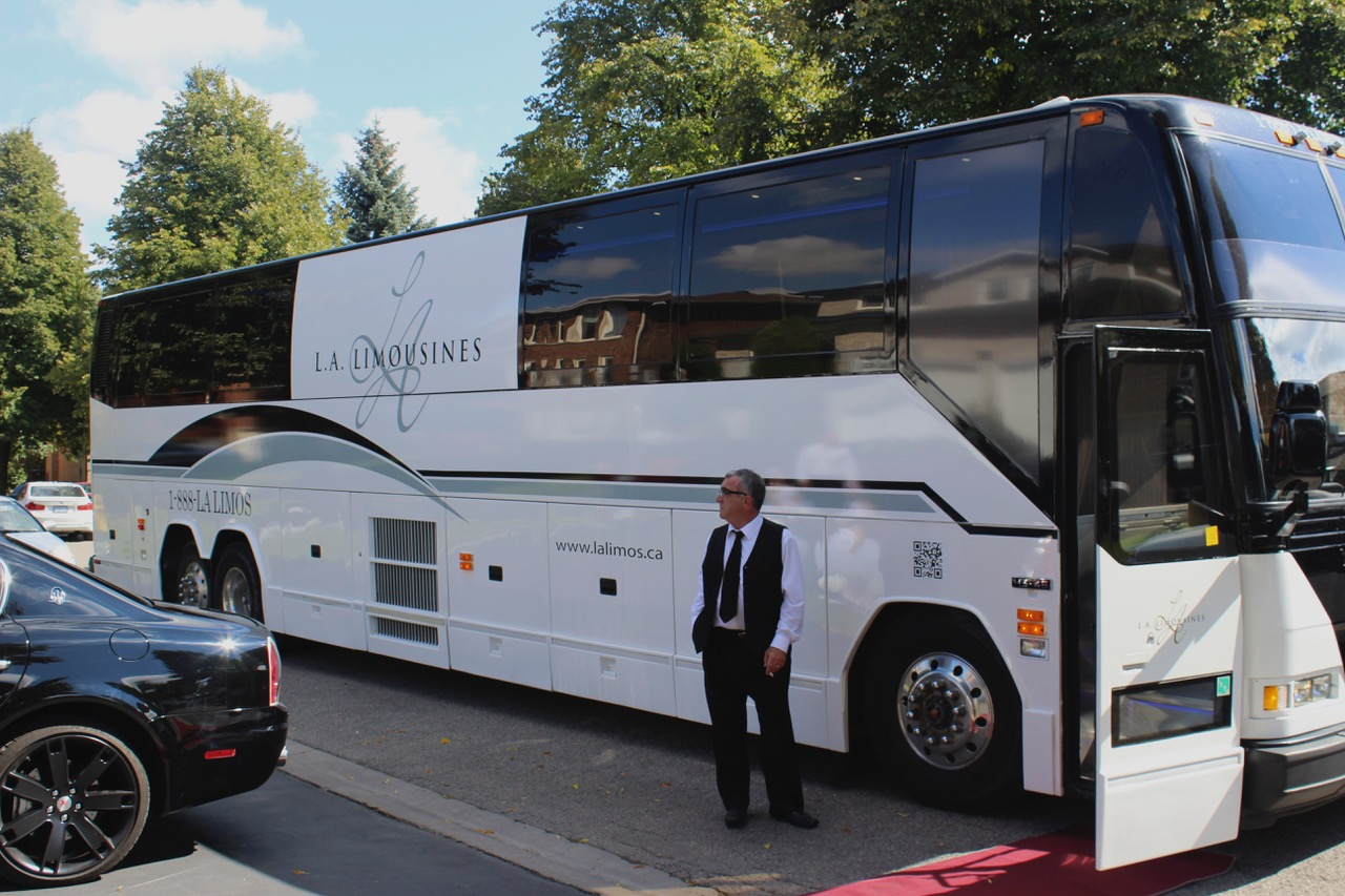luxury coach limo bus la limousines limos toronto